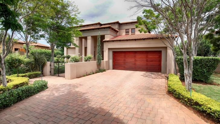 Awesome 5 Bedroom House For Sale For Sale In Woodhill Golf Estate - Private Myroof Double Story Image