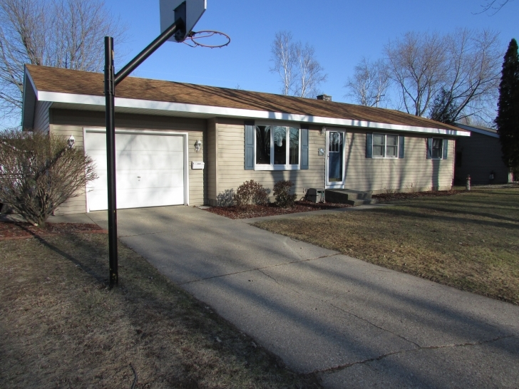 Cool Sold By Meagan Kempf - Remax In Manistee, Michigan. Re/max Bayshore Three Bedroom House For Sale Near Me Photo