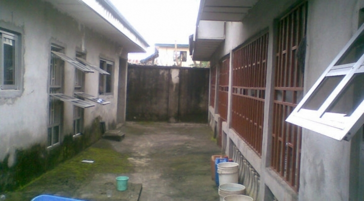 Interesting 3 Bedroom Bungalow On 1 & Half Plots Of Land With Deed 3 Bedroom Bungalow In Half Plot Of Land Image