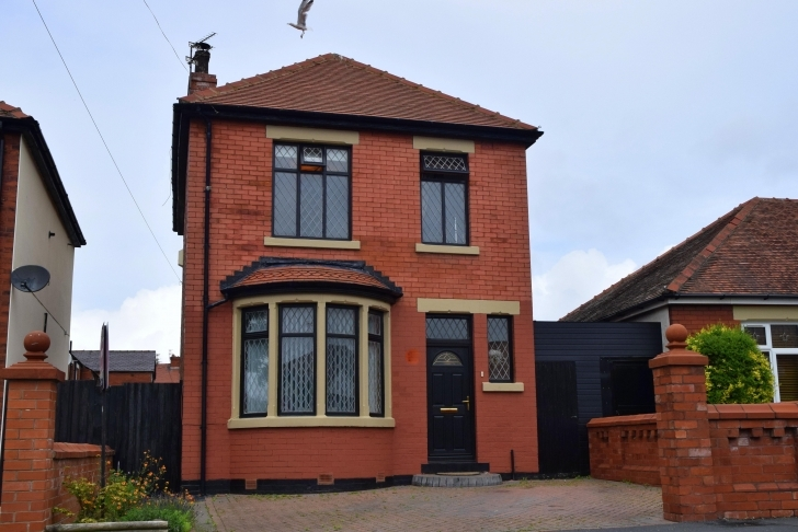 Stunning 3 Bedroom Property For Sale In Greenwood Avenue, Blackpool, Fy1 6Rf Three Bedroom Bungalows For Sale In Blackpool Photo