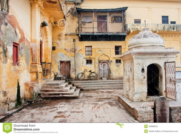 Wonderful Old Bycicle Stands In The Courtyard Of Poor House Editorial Image Old Indian House Pic Picture