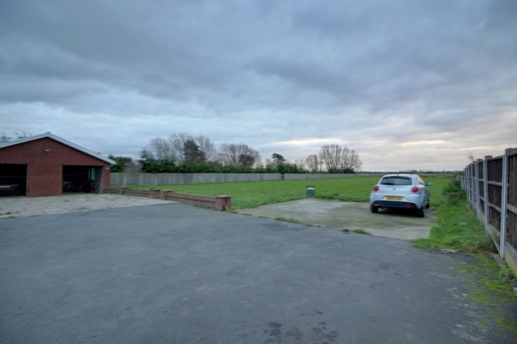 Amazing Detached Bungalow For Sale In Division Lane, Blackpool - Property Three Bedroom Bungalows For Sale In Blackpool Image
